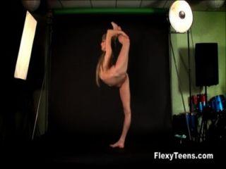Flexible Blondie Shows Naked Gymnastics