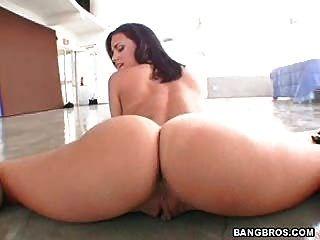 Shaking & Jiggling Her  Big Bubble Butt Booty