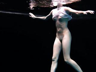 Underwater Flexible Gymnastic