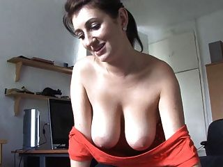 Mother Speaking With Boobs Out - Spy Video Voyeur