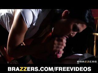 Brazzers - Hot Uk Waitress Jasmine Jae Is Taught To Squirt