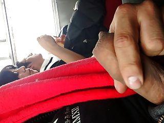 Masturbandome A Lado De Una Madura