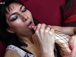 Sexy Mature Housewife Gets Her Hairy Pussy Wet