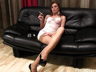 Mistress Anique Smoking And Dangling Clip