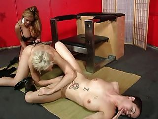 Fff Lesbian Threesome Fucking