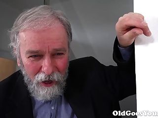 Old Goes Young - Old Man Knows How To Eat Pussy