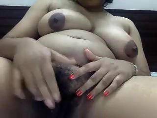 Big South African Tamil Aunty Shows And Hairy Pussy 2