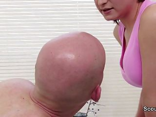 Milf Make Special Service At Massage Parlour And Get Fuck