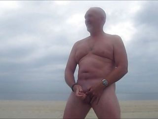 Str8 Daddy Stroke In Beach With Fog