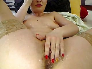 Romanian Camgirl Squirt On Herself