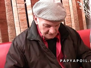 Papy Se Tape Une Grosse Salope