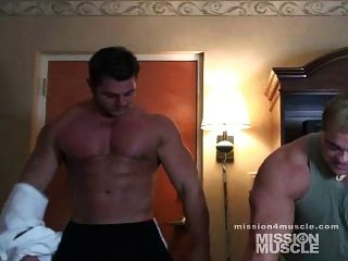 Massive Bodybuilder Nude Muscle Worship