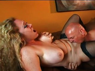 Ac Loves To Wrap Her Muscly Pussy Around A Dong