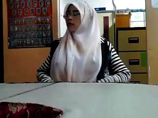 Malay- Cikgu Bertudung Ramas Tetek