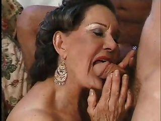 Oma enkel sex Mutter erwischt