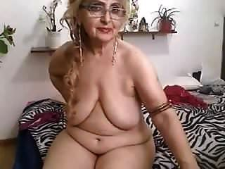 Granny Showing Nude On Webcam
