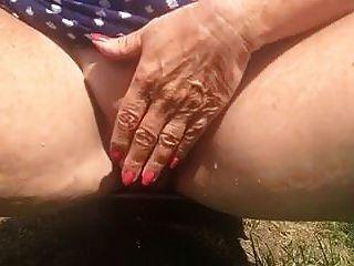 Close-up Bbw Milf Outdoor Peeing 1
